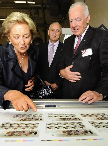 Le timbre en l'honneur de la reine Paola