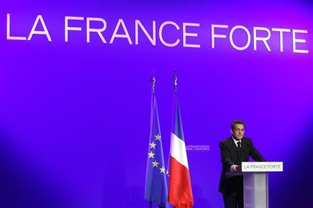 "Sarkozy oppose son projet à la ""pochette surprise"" de Hollande"