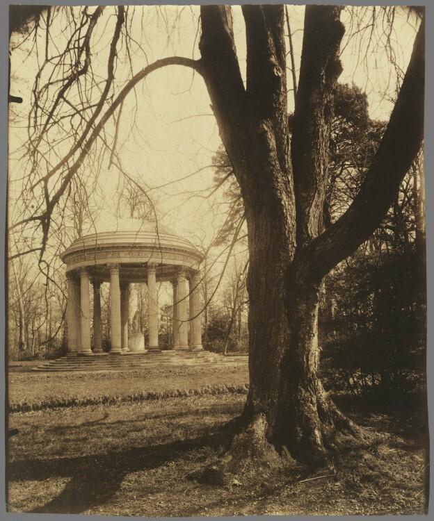 Atget Paris Petit Trianon 624x750 Le Paris de 1900 par Atget