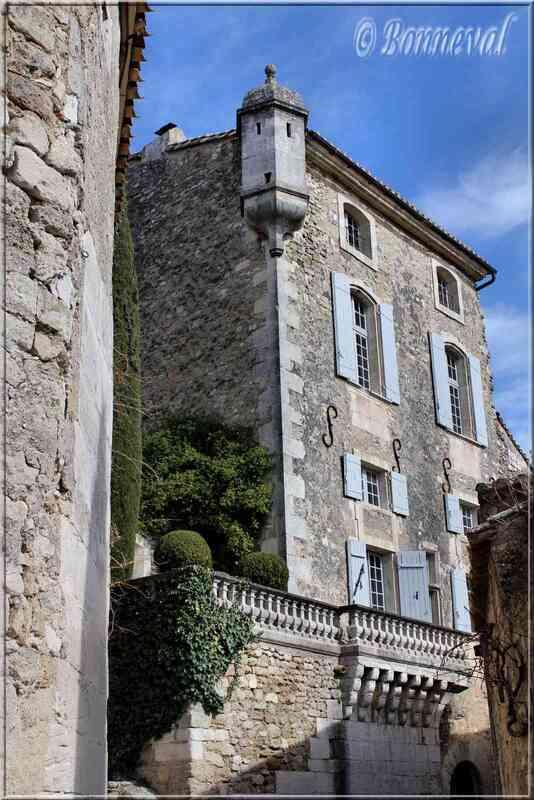 Ménerbes Vaucluse maison avec échauguette