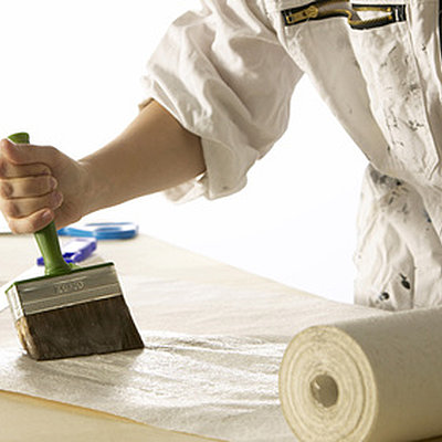 Revêtements muraux intérieurs : Les erreurs à éviter pour la peinture et le papier peint