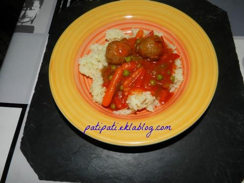 Poêlée de légumes au riz et minis boulettes