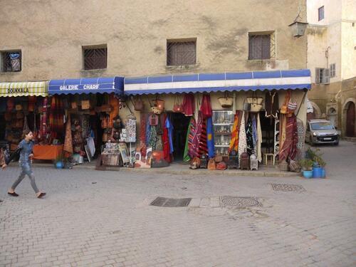 La rue  principale de la vieille vill