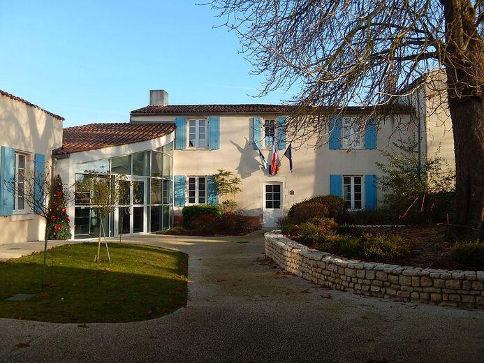 FR 17 Longèves - Mairie 02.jpg