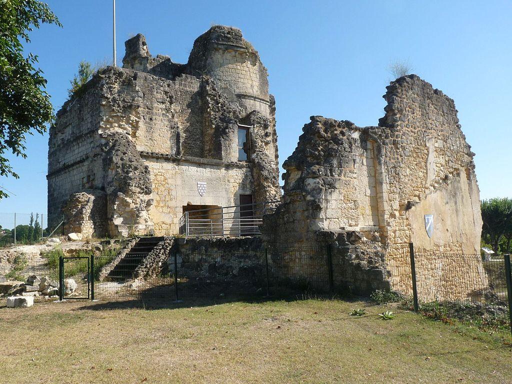Montguyon castle7.JPG