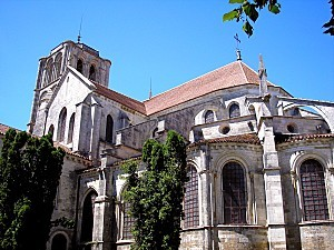 Vezelay Basilique Arriere 01