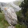 Mégalithe au-dessus de la borne frontière 262