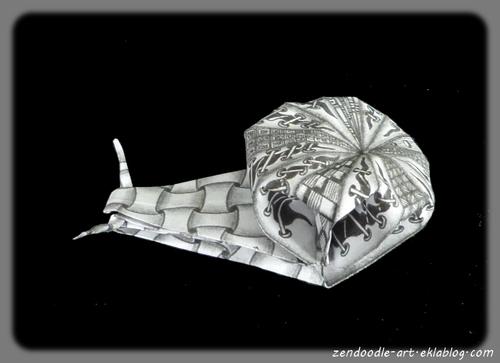 Papier origami zendoodle pour plier un escargot