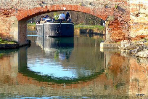 Canal du Midi: le pont et la péniche ...