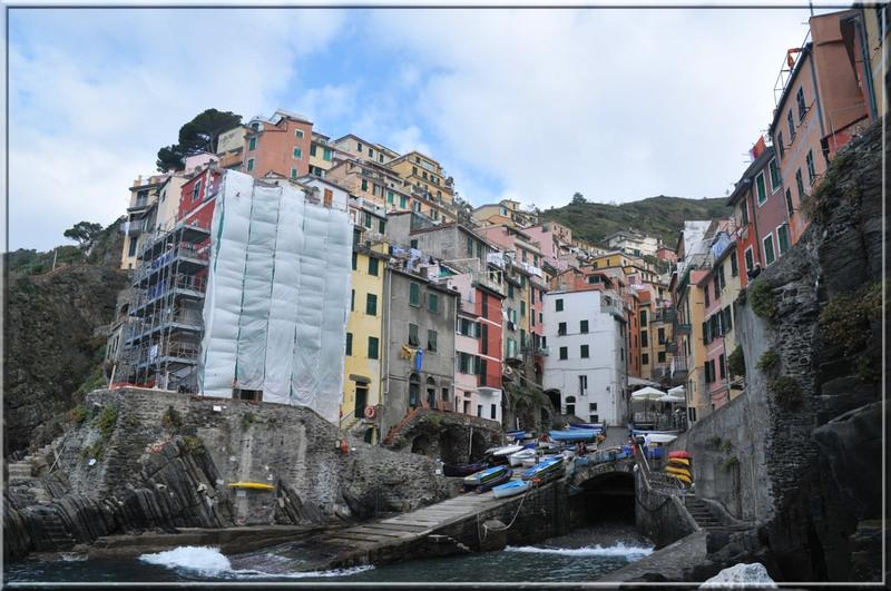 Les 5 Terres : Riomaggiore, due port, vue de la rue principale