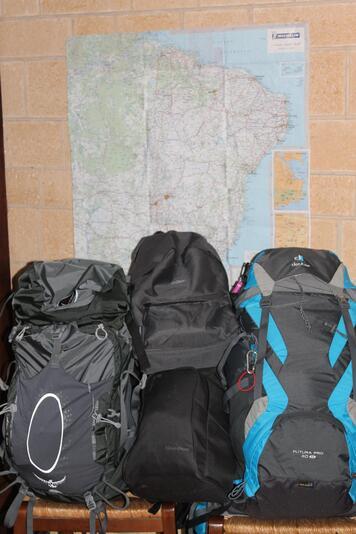 les sacs sont presque pleins on espère ne rien avoir oublié
