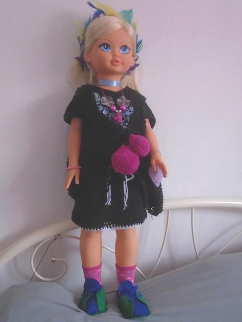 jupe et gilet pour poupée au tricot