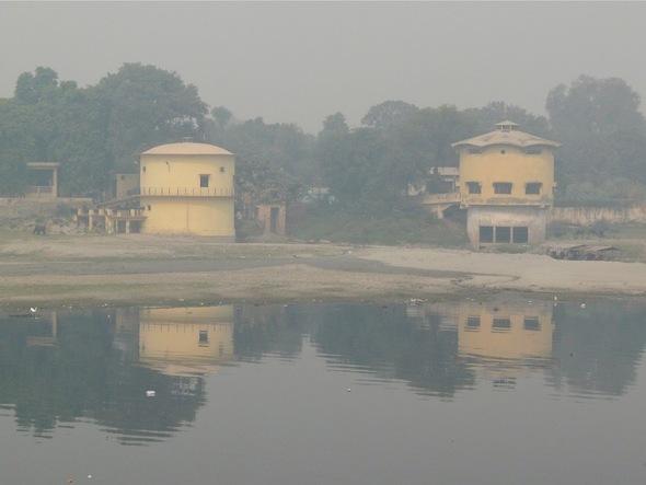 Chini-ki-Rauza; le parc du mausolée et les abords;