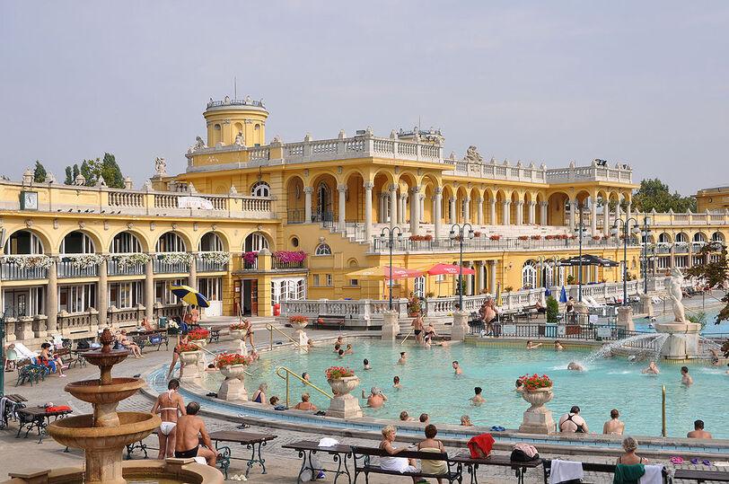 > Bains Széchenyi à Budapest en été. Photo de Marc Ryckaert (MJJR).