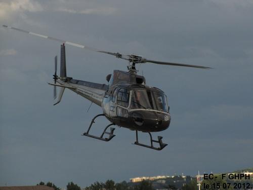 Hélicoptère du tour de France F GHPH,avec les coureurs Thomas VOECKLER et Pierre ROLLAND, après Stade 2 à Blagnac     le 15 07 2012 à 20h15.
