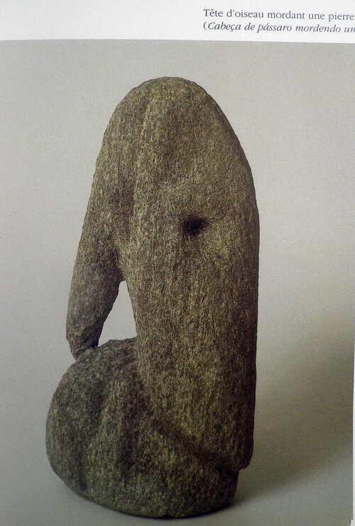 Max Ernst - oiseau mangeant une pierre