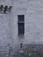 Combien de fenêtres au château de Sully-sur-Loire ?