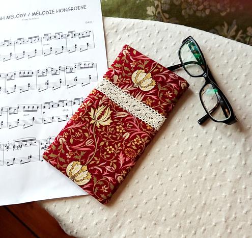 Version 2 - Recto tissu coton imprimé Moda design William Morris floral rouge, fermeture magnétique