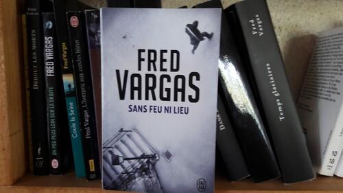 """""""Sans feu ni lieu"""" de Fred Vargas"""