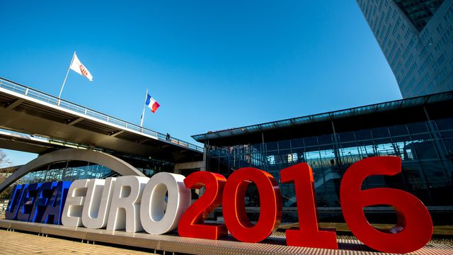 Faut-il annuler l'Euro 2016 ?