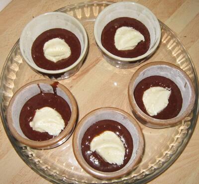 Fondants au chocolat avec cœur de crème de lait à la noix de coco