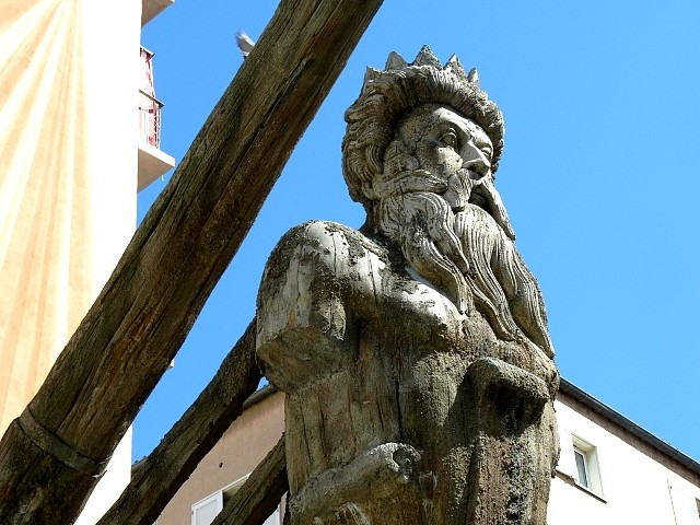 Toulon bateau sculpture de Neptune 3 Marc de Metz 2012