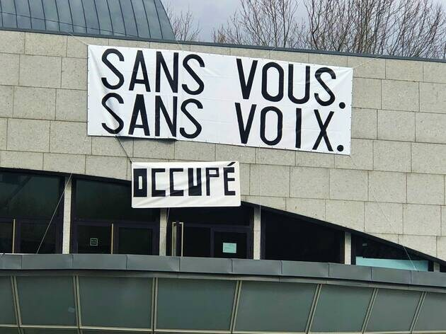 Depuis 55 jours, les intermittents et précaires occupent le Grand théâtre de Lorient qui pourrait ne pas rouvrir si l'occupation se poursuit. Les militants appellent la population à venir les soutenir.