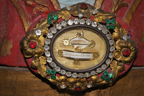 Relique côte Saint-Germain d'Ecosse Eglise Saint-Germain de Saint-Germain-sur-Bresle ERNOUF Guillaume.JPG