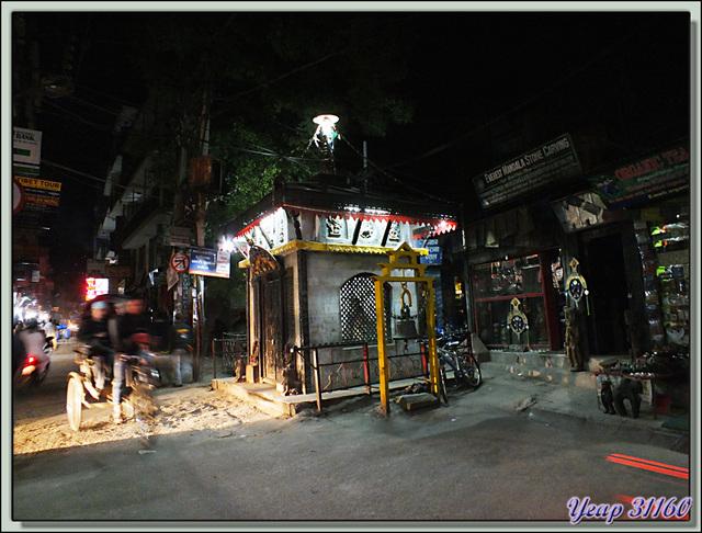 Blog de images-du-pays-des-ours : Images du Pays des Ours (et d'ailleurs ...), Premières images: Katmandou du soir au petit matin - Népal