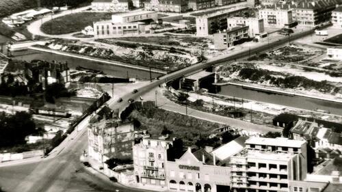 Calais : le pont George-V en cours d'élargissement en 1956