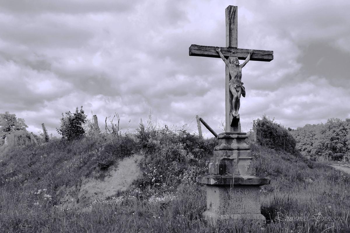 La croix dans la campagne