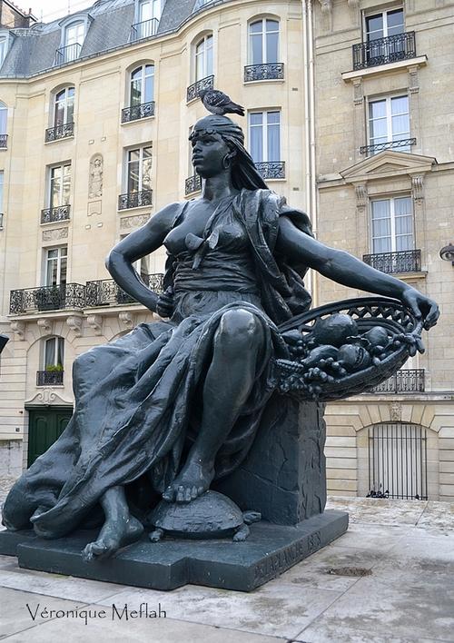 Parvis du Musée d'Orsay : les six continents : L'Afrique