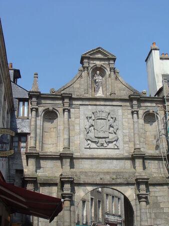 Porte_St_vincent_et_les_armoiries