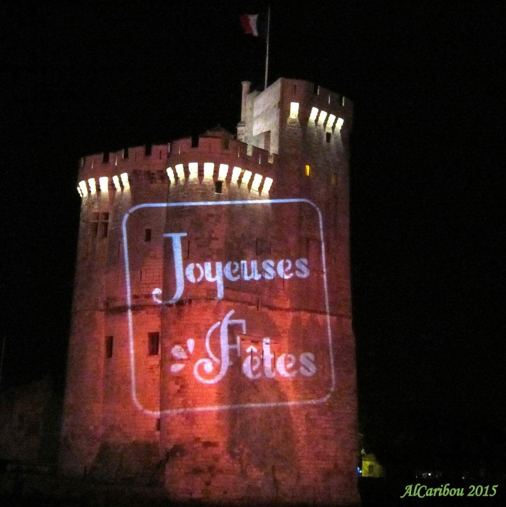 La tour Saint-Nicolas vous souhaite de Joyeuses fêtes