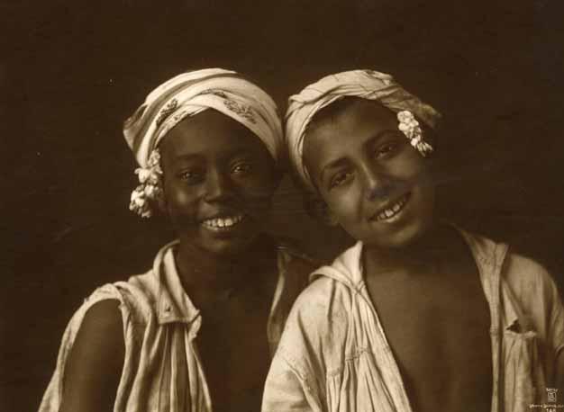 Deux jeunes enfants Tunisens . 1910