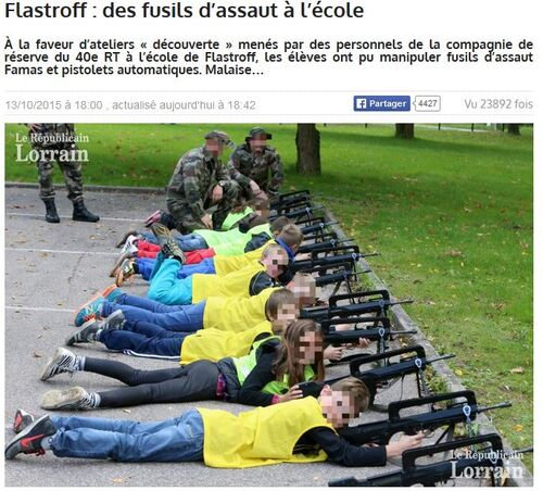 Des écoliers avec des armes...