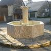 Aignoz - Fontaine sculptée