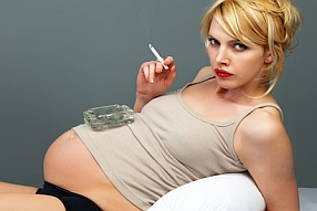 Des images choquantes: voici le corps d'un bébé dans le ventre d'une fumeuse
