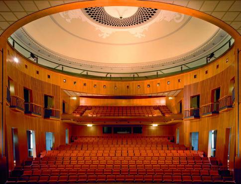 Le-Theatre.jpg