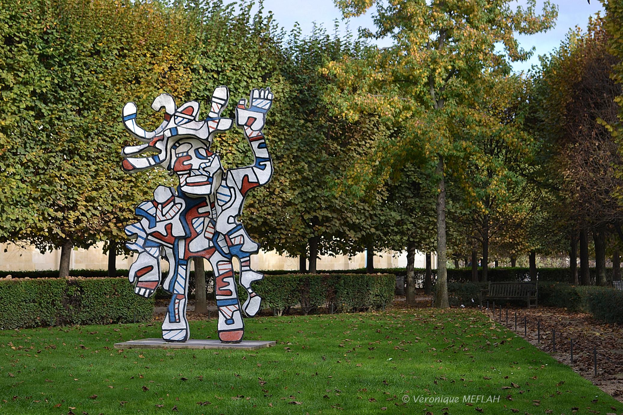 """Jardin des Tuileries """"Le Bel costumé"""" de Jean Dubuffet Une"""