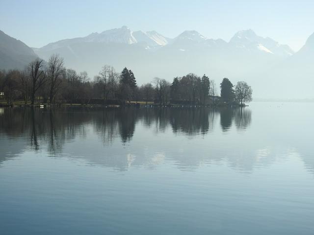 passage à Talloires au bord du lac d'Annecy