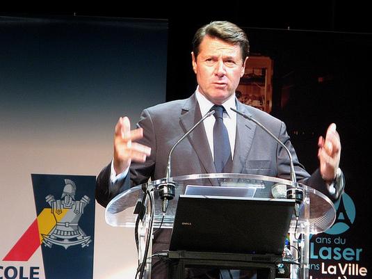Des sondages commandés par la Région sur l'image d'Estrosi : le député Castener demande des comptes