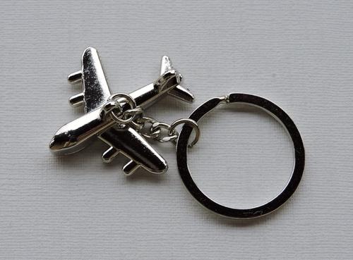 Porte-clés Avion de ligne métal argenté