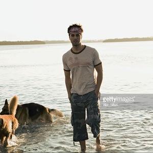Enrique à la plage en avant