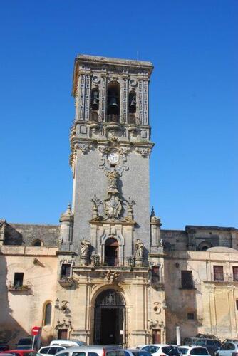 La grande tour de la basilique