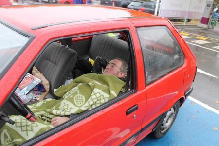 Depuis des jours, il dort sur le parking de l'hôpital d'Arlon.