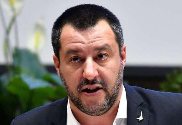 """Migrants : Salvini écrit à Castaner pour dénoncer les """"choix faits à Paris et à Berlin"""""""