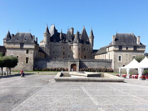 Le château et ses tourelles