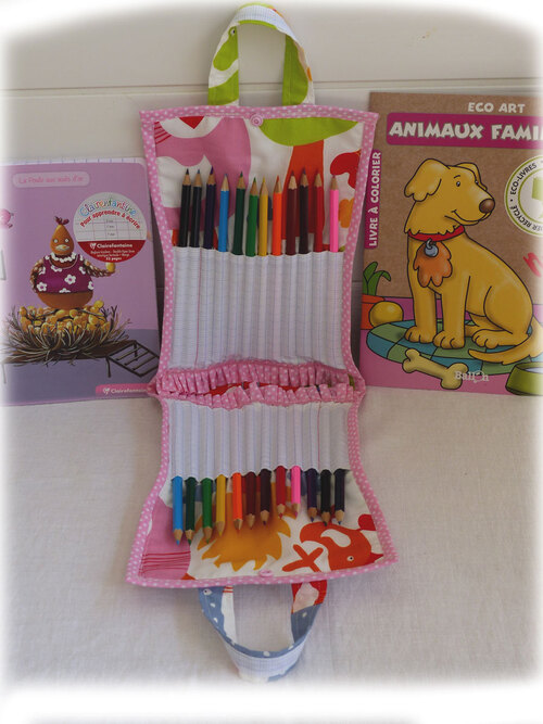 - Trousse à crayons