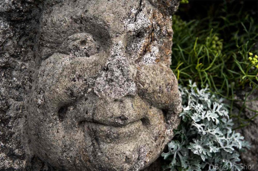 Sculpture Rothéneuf : Visage au Nez cassé